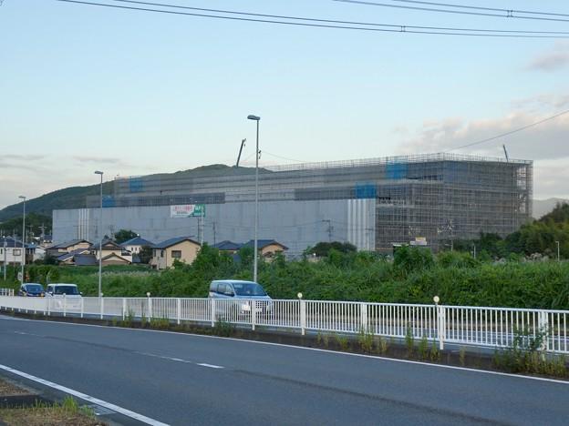 コストコ守山倉庫店近くに検察中の建物
