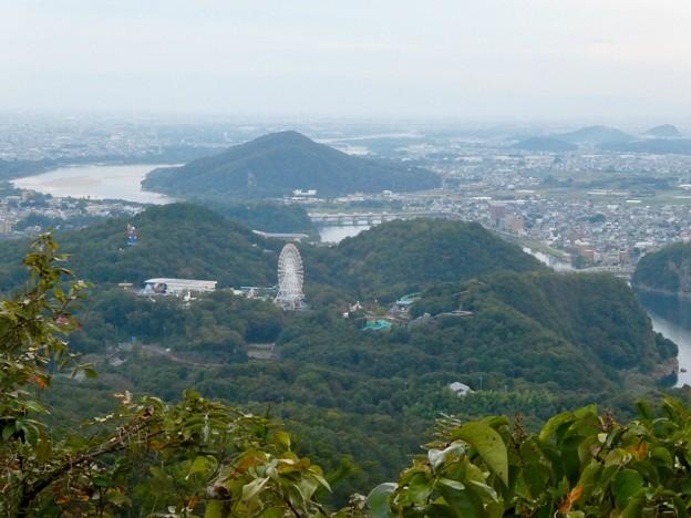 継鹿尾山の山頂から見た景色 - 2:木曽川沿い