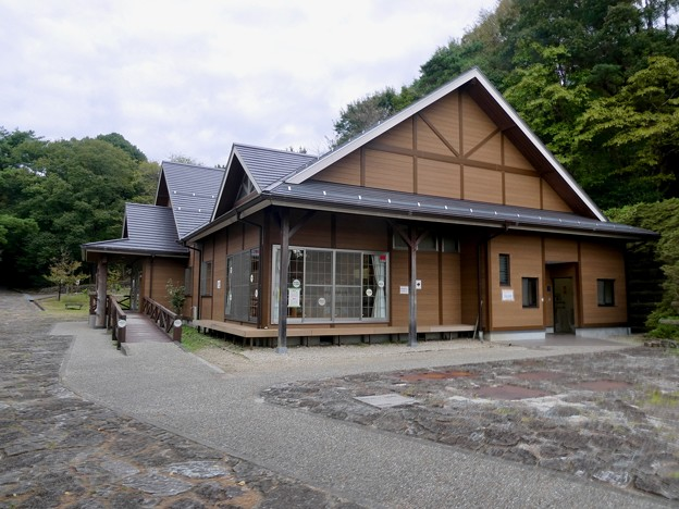 日本ラインうぬまの森:もりの本やさん・森の交流館 - 1