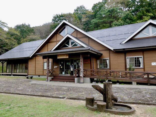 日本ラインうぬまの森:もりの本やさん・森の交流館 - 2
