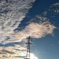鉄線と雲空