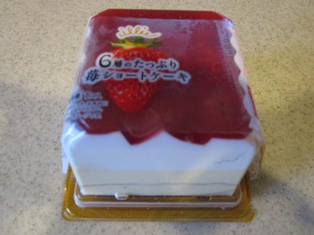 6層のたっぷり苺ショートケーキ