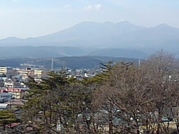 長峰公園の丘の上から見えた高原山(2月14日)