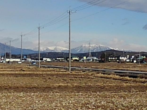 道路の奥の雪山(2月17日)