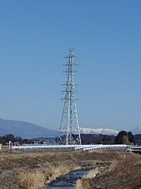 鉄塔と山の景色(3月11日)