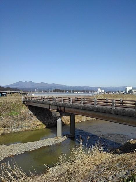 橋と山(3月18日)