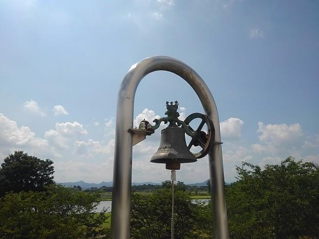 ゆうゆうパークの陸橋の鐘(7月24日)