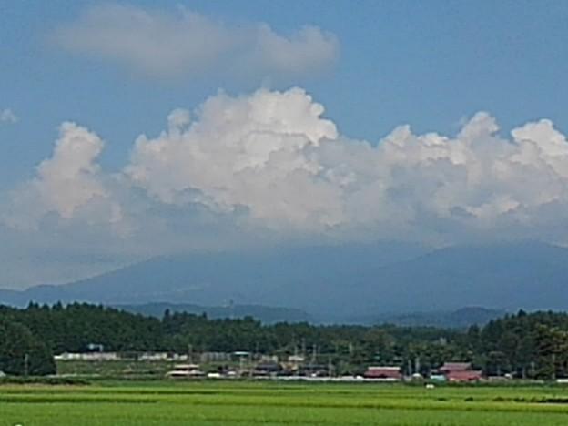 Photos: 入道雲が山にかかった景色(8月5日)