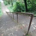 Photos: 烏ヶ森公園の丘の急な下り階段(8月12日)