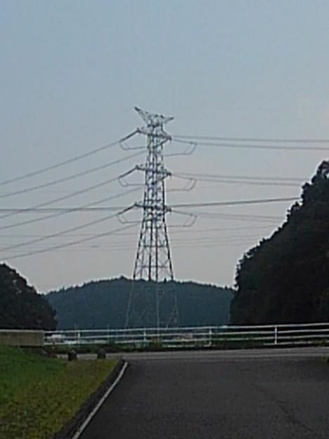 川崎城跡公園の駐車場から見えた鉄塔(8月28日)