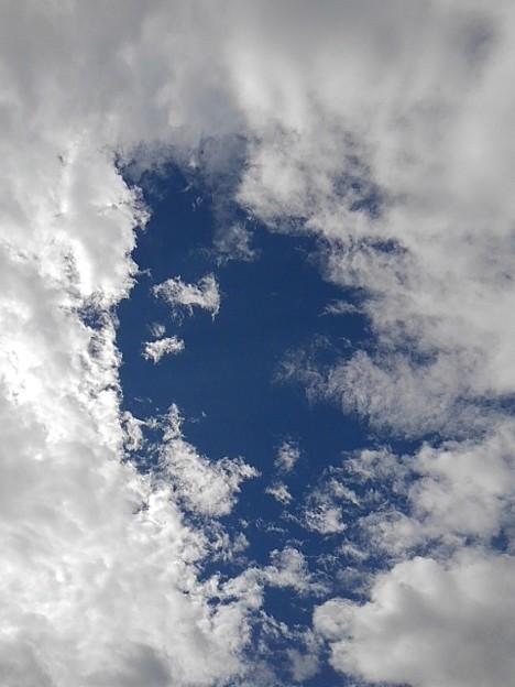 雲の隙間から見えた青空(10月6日)