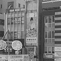 宇都宮駅のカラフル看板をモノクロに!!(10月8日)