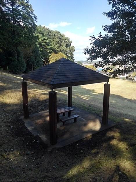 烏ヶ森公園の丘の斜面の休憩所(10月3日)