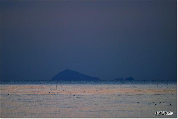 """伊良湖水道 """"夜明けの神島"""""""
