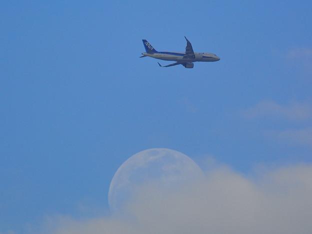 20210425飛行機と月01
