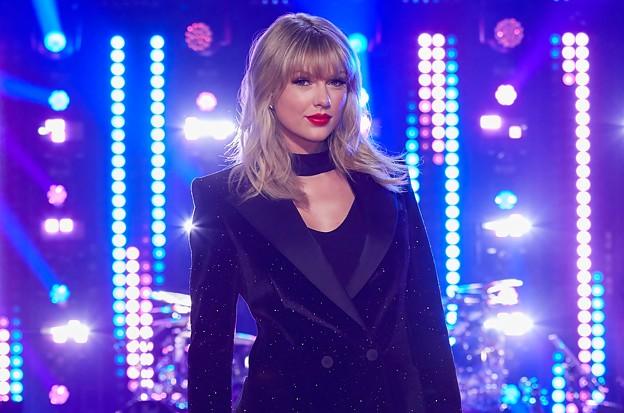 Beautiful Blue Eyes of Taylor Swift(11146)