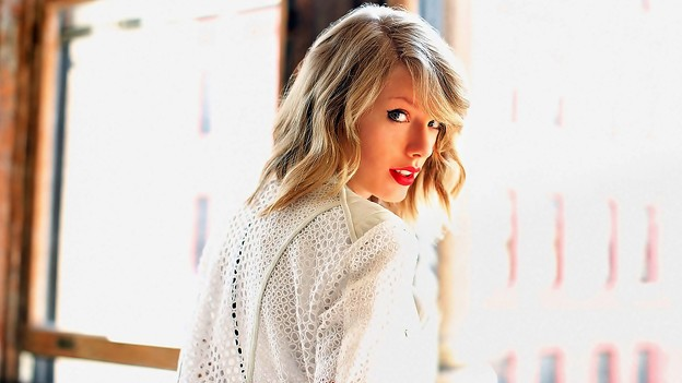 Beautiful Blue Eyes of Taylor Swift(11147)