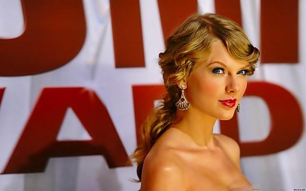 Beautiful Blue Eyes of Taylor Swift(11148)
