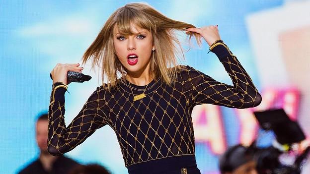 Beautiful Blue Eyes of Taylor Swift(11154)