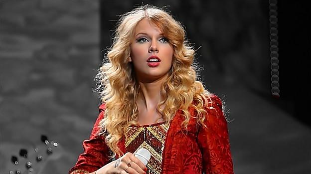 Beautiful Blue Eyes of Taylor Swift(11158)