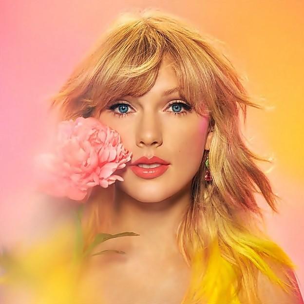 Beautiful Blue Eyes of Taylor Swift(11162)