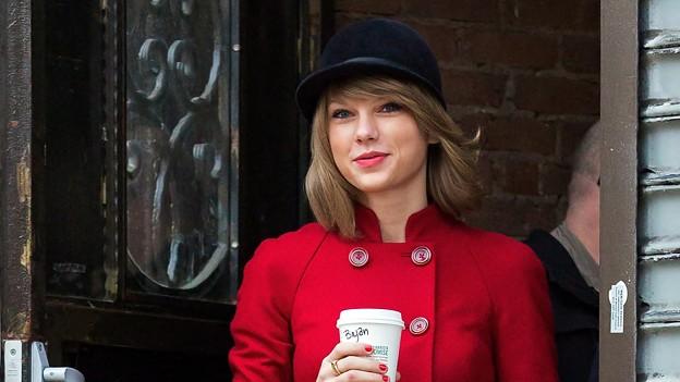 Beautiful Blue Eyes of Taylor Swift(11170)