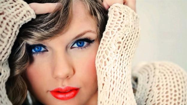 Beautiful Blue Eyes of Taylor Swift(11171)