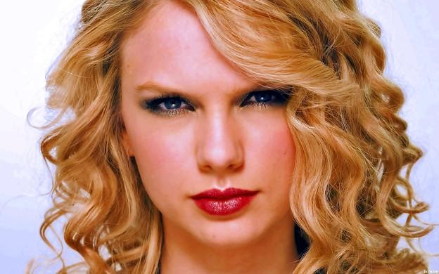 Beautiful Blue Eyes of Taylor Swift(11174)