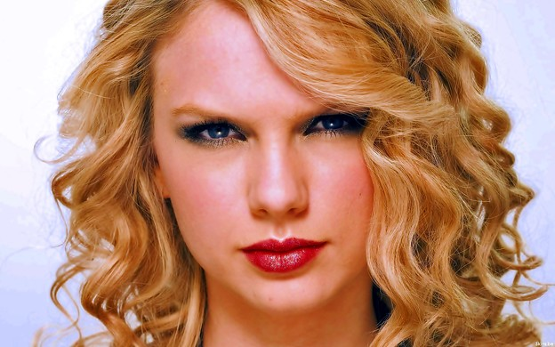 Beautiful Blue Eyes of Taylor Swift(11174)