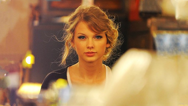 Beautiful Blue Eyes of Taylor Swift(11178)