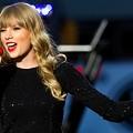 Beautiful Blue Eyes of Taylor Swift(11184)