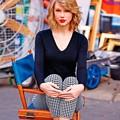 Beautiful Blue Eyes of Taylor Swift(11230)