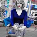 Beautiful Blue Eyes of Taylor Swift(11231)