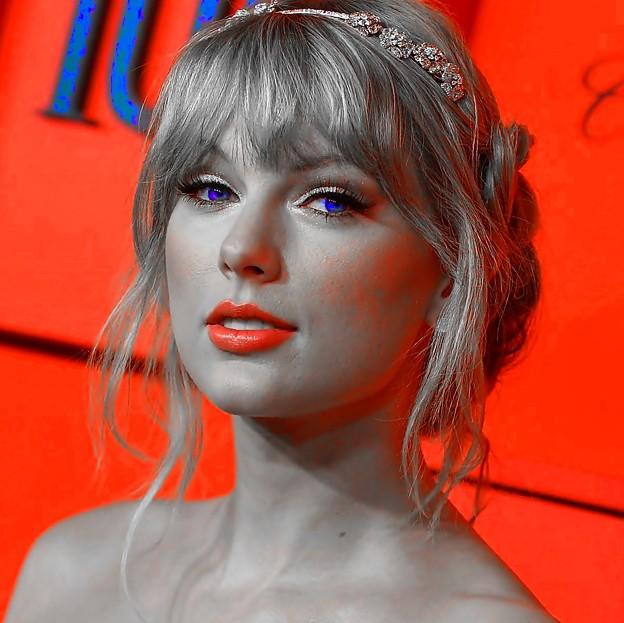 Beautiful Blue Eyes of Taylor Swift(11234)