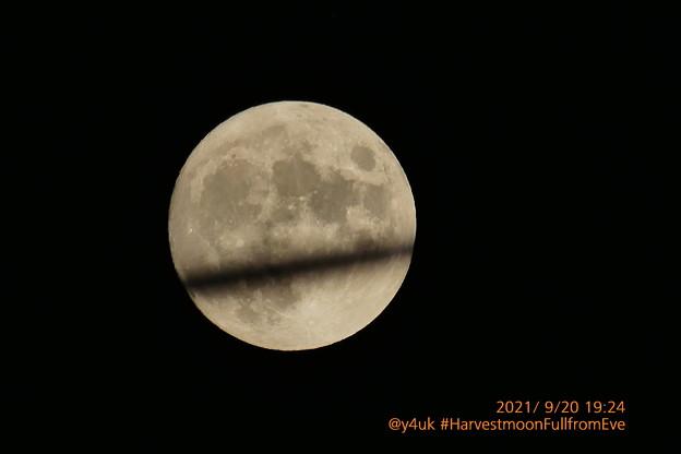 9.20_19:24#Harvestmoon full from Eve#中秋の名月、前夜の満月。今年もサンタが横切り「9月からはいよいよXmasに向けて準備本格化…」飛ぶ☆子どもたちからサンタへ手紙