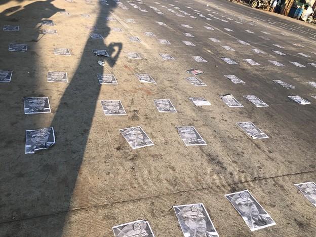 ミャンマーデモ隊の道路封鎖 (7)