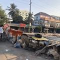 ミャンマーデモ隊の道路封鎖 (1)