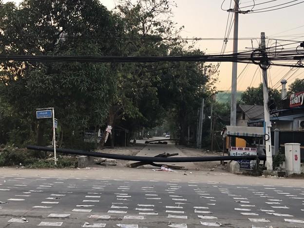 道路に障害物 (4)