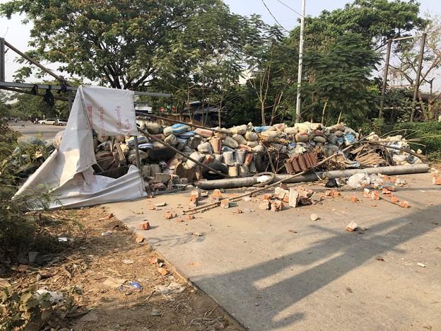道路封鎖 ヤンゴン (1)