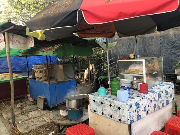 戒厳令下のヤンゴンの市場 (9)