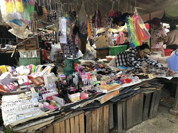 戒厳令下のヤンゴンの市場 (2)