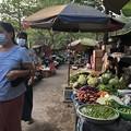 戒厳令下のヤンゴンの市場 (5)