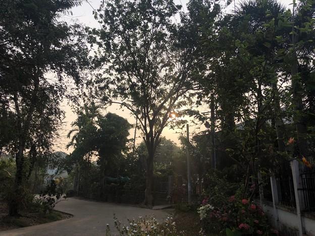 ヤンゴン3月25日の朝日