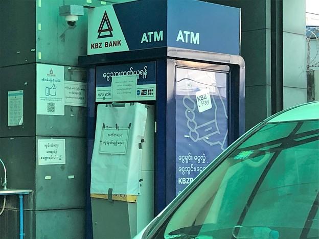 使えない銀行ATM (5)