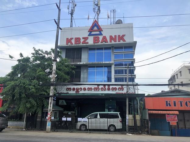 使えない銀行ATM (2)
