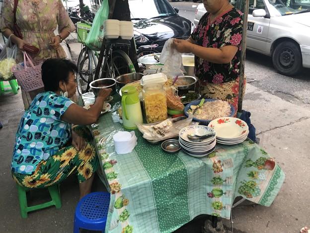 ヤンゴンで朝ごはん (1)