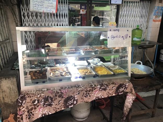 ヤンゴンで朝ごはん (2)