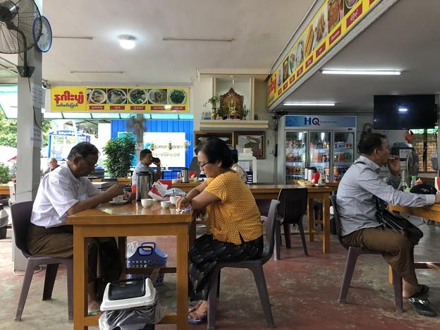 ヤンゴン6月27日の朝ごはん (1)