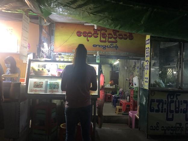 ヤンゴン9月20日の宴の夜 (4)