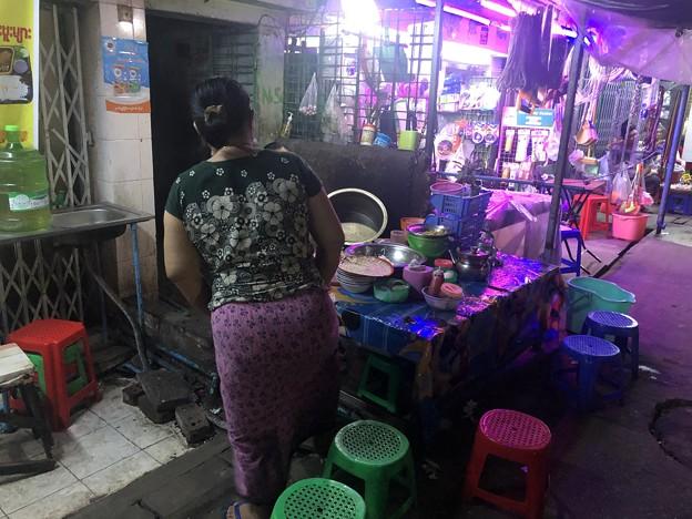 ヤンゴン9月20日の宴の夜 (5)